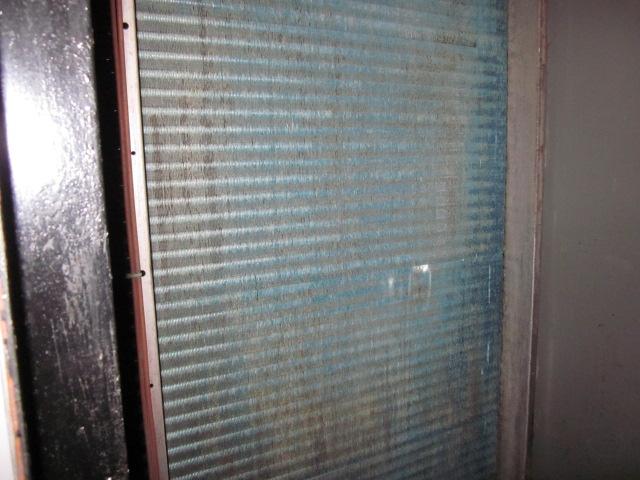 空調機洗浄前②(フィンコイル高圧洗浄)